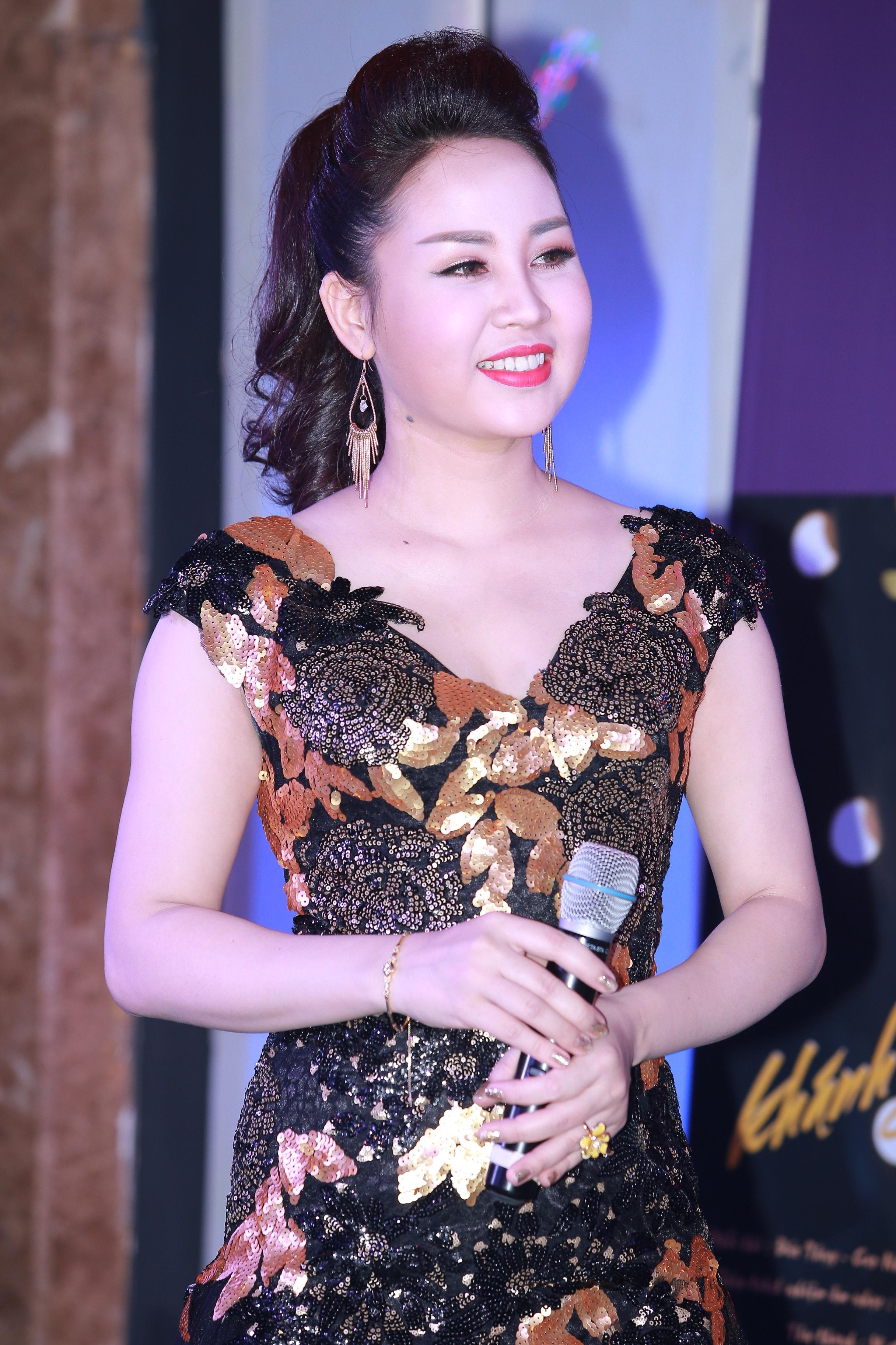 Ca sỹ Khánh Ly.