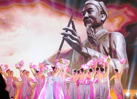 Để đón nhận vinh dự này, Hải Phòng đã tổ chức chương trình văn hoá - văn nghệ hết sức hoành tráng tại Quảng trường tượng đài Danh nhân văn hóa Trạng Trình Nguyễn Bỉnh Khiêm ở xã Lý Học, huyện Vĩnh Bảo. Ảnh: CA.