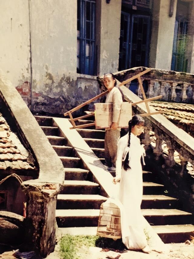 Một cảnh trong clip được quay ở một ngôi nhà cổ trên phố Trần Hưng Đạo. Minh Thuận đóng vai chàng hoạ sỹ trẻ, Mai Thu Huyền vào vai cô nữ sinh.