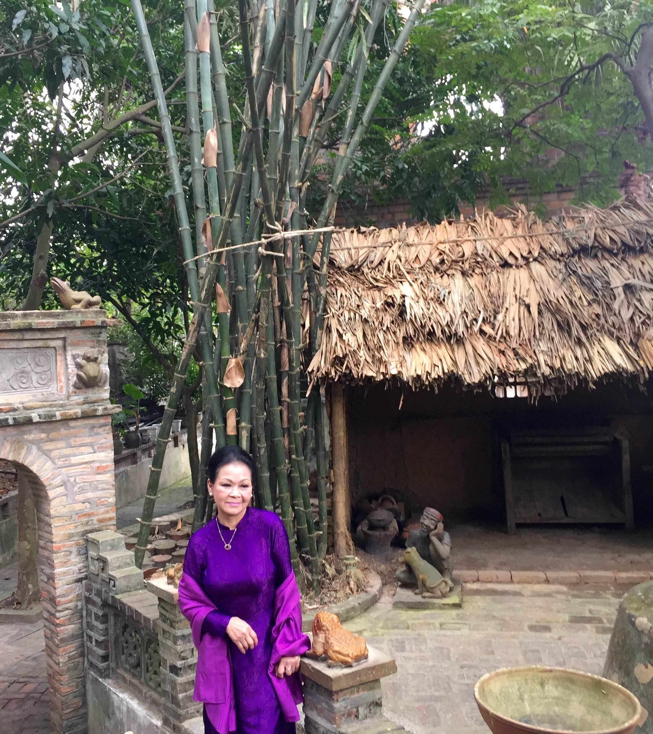 Nữ hoàng nhạc Trịnh rất thích khi được thả hồn trong không gian đậm hồn quê Việt.