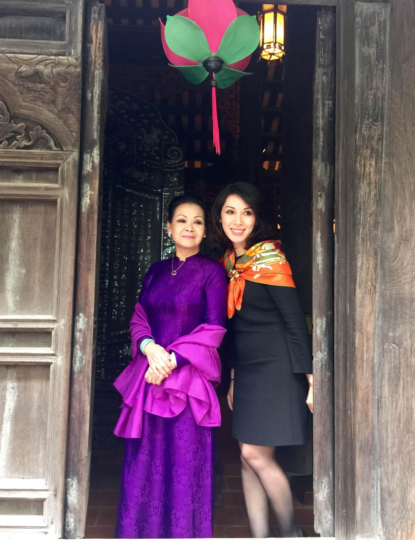 Vợ chồng họa sỹ Thành Chương với danh ca Khánh Ly.