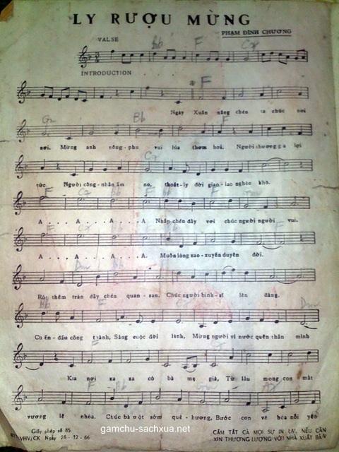 Bản in ca khúc Ly rượu mừng phát hành năm 1966. Ảnh: TL.