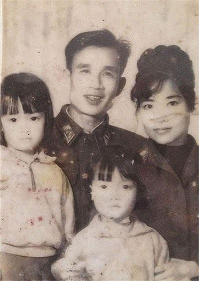 Vân Dung sinh ra trong một gia đình làm nghệ thuật. Cả mẹ và bố đều là diễn viên và đạo diễn của Đoàn ca múa Tây Bắc.