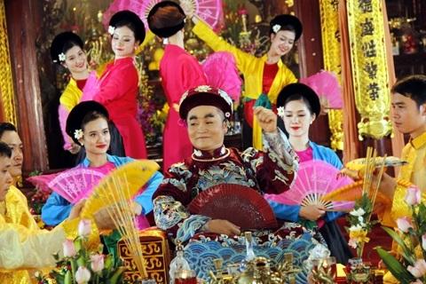 Hình ảnh Xuân Hinh trong các giá chầu của nghệ thuật hát chầu văn.