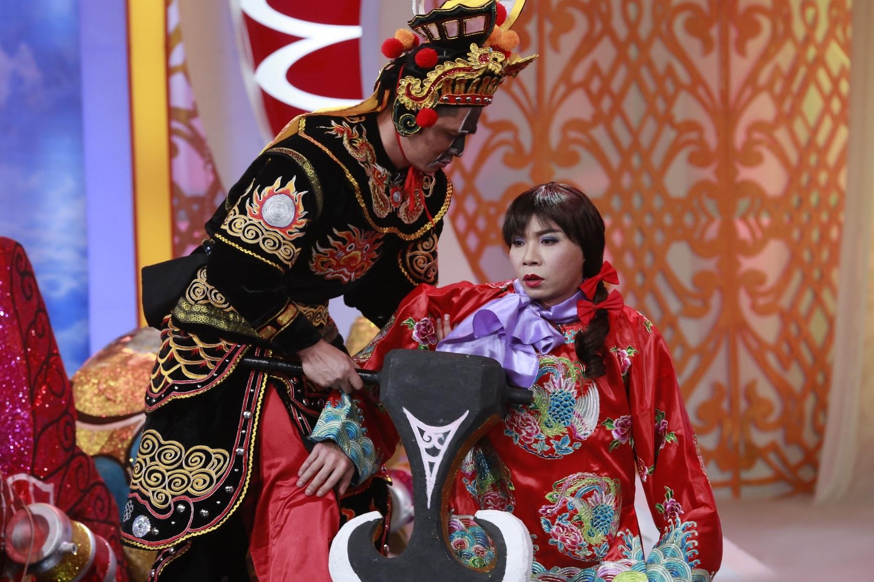 Sự xuất hiện của Bình Minh trong vai Thiên Lôi đẹp trai khiến nhiều khán giả hết sức ngạc nhiên. Vai diễn đã mang đến cho Táo Quân 2016 một màu sắc mới.