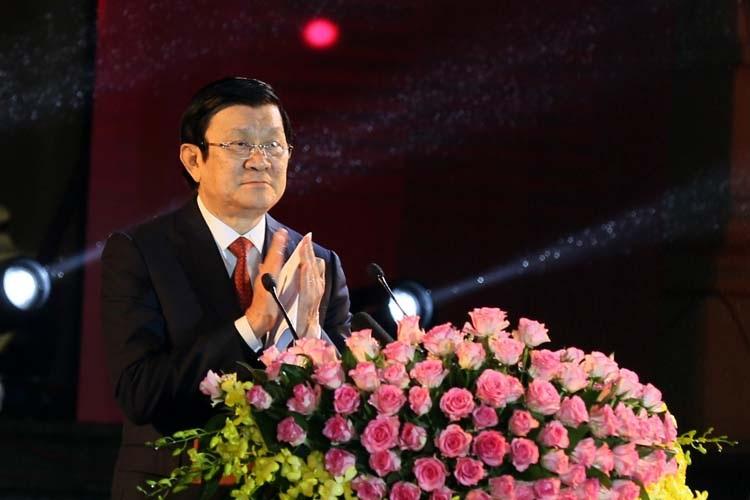 Chủ tịch nước Trương Tấn Sang đến dự, phát biểu và chúc Tết kiều bào.
