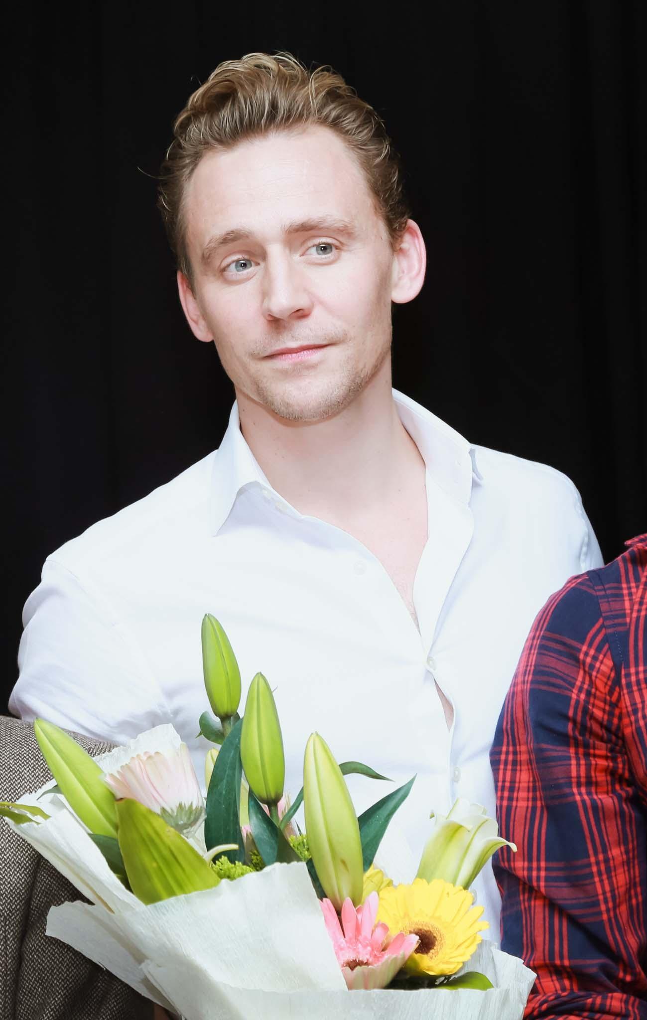 """Tom Hiddleston từng gây ấn tượng mạnh với khán giả Việt Nam qua vai phản diện trong bộ phim """"Thor: The Dark World, Avengers""""."""