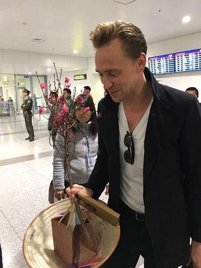 """Cận cảnh vẻ điển trai """"chết người"""" của """"nam thần"""" Tom Hiddleston - 10"""
