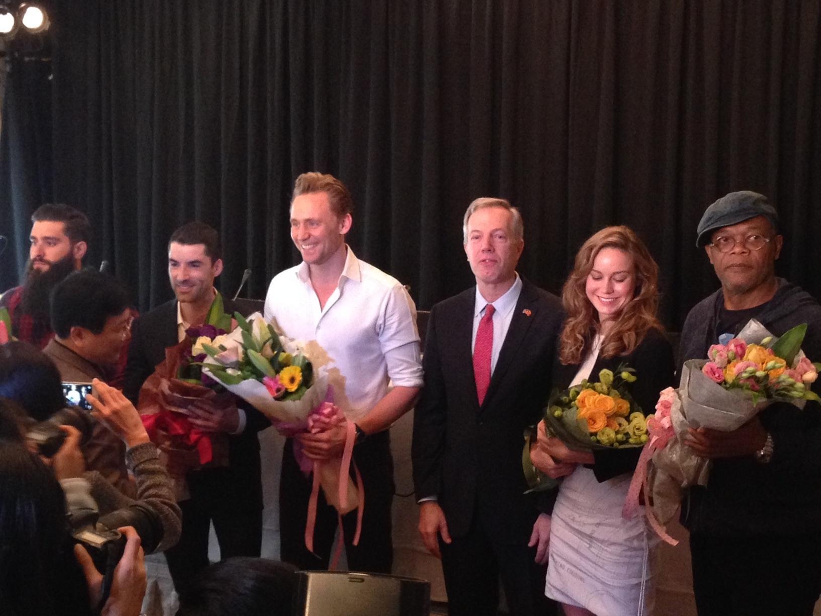 Nói về cảm xúc khi đến Việt Nam, Tom Hiddleston nói rằng, năm 19 tuổi, khi đang là sinh viên đại học anh đã từng làm visa chuẩn bị sang Việt Nam nhưng sau đó lại nhận được vai diễn đầu tiên nên phải hủy chuyến đi. Tuy nhiên, nhờ bộ phim này cuối cùng anh đã thực hiện được ước muốn tới Việt Nam.