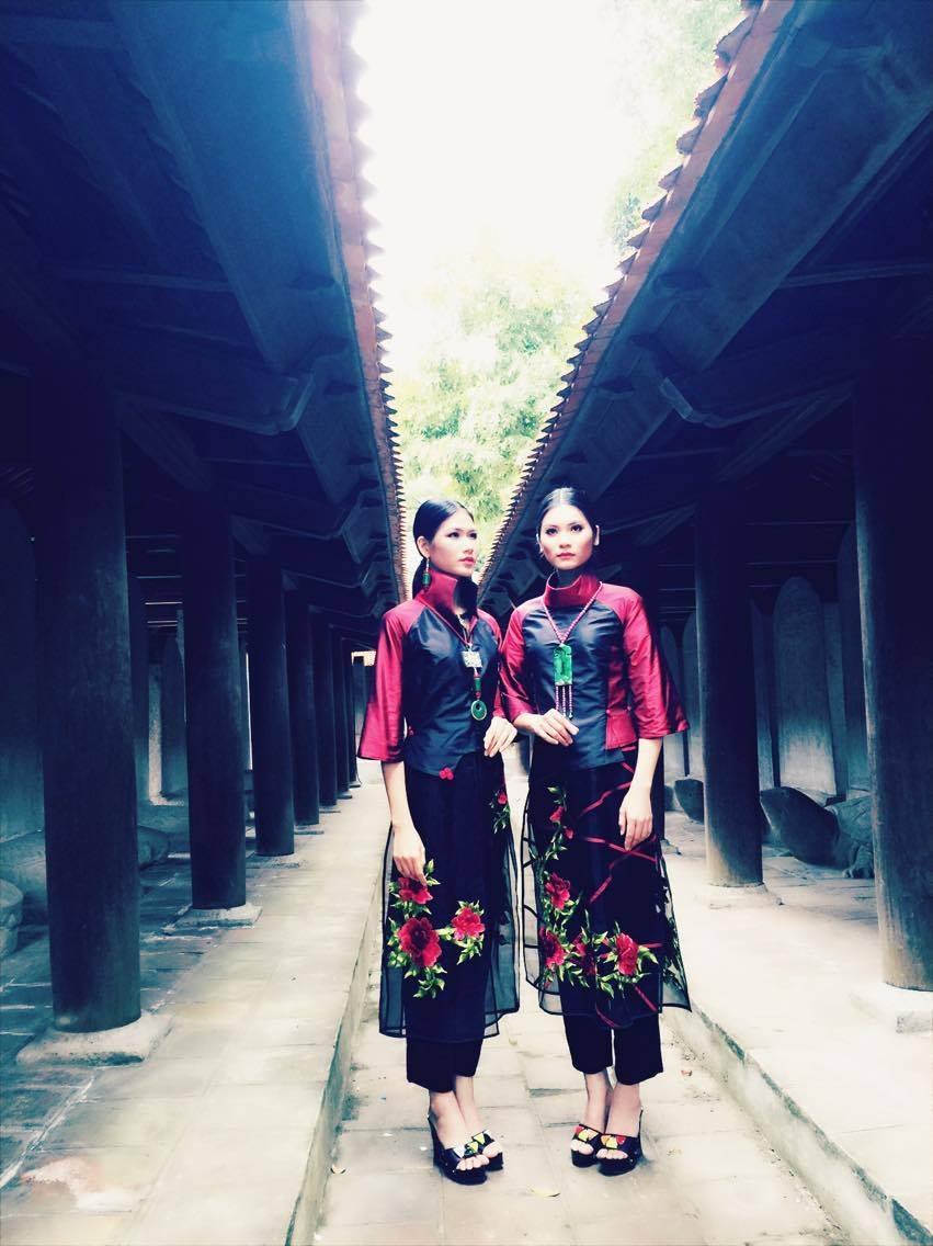 Một trong những mẫu thiết kế của bộ sưu tập áo dài gắn với loài hoa Hồng của NTK Lan Hương.