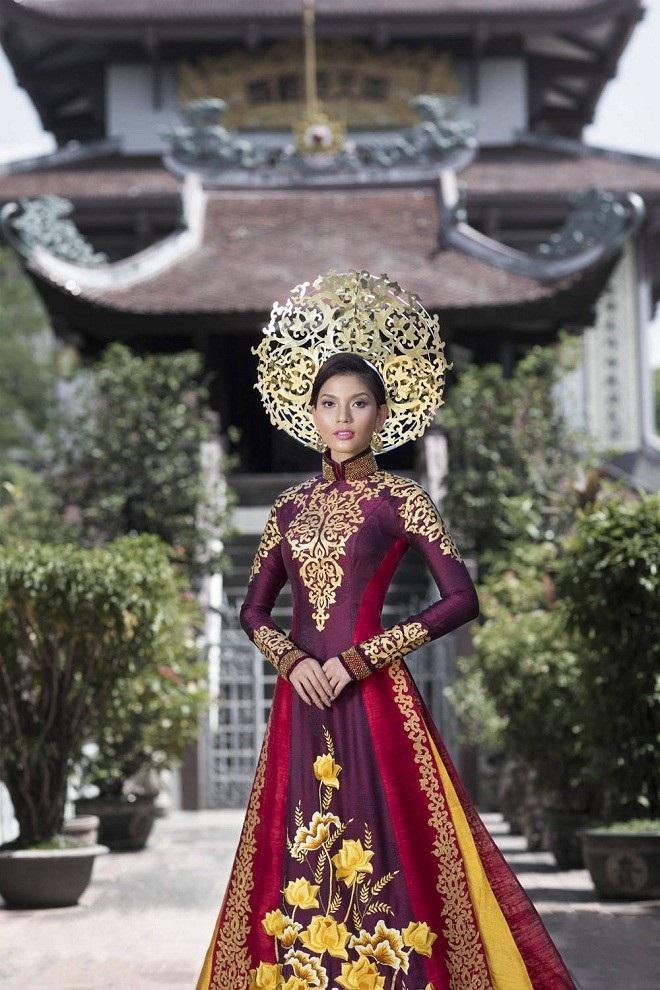 Tại cuộc thi Miss Universe 2013, Trương Thị May đem đến bộ quốc phục được lấy ý tưởng từ hoa sen và họa tiết hoa sen cổ. Trang web uy tín Missosology đánh giá quốc phục của Việt Nam gây ấn tượng nhất, mang vẻ sang trọng, thanh lịch và đậm chất Hoàng gia.