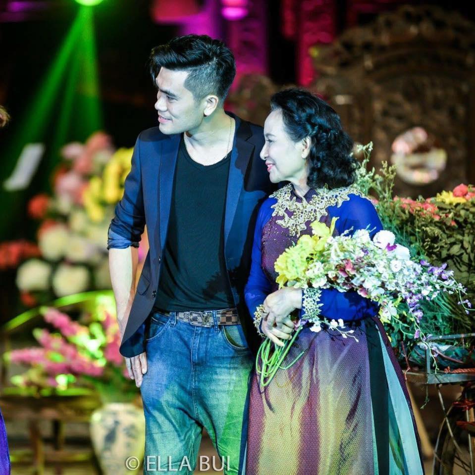 NSƯT Vũ Dậu là nghệ sỹ duy nhất thuộc lĩnh vực âm nhạc tham gia chương trình. Trong làng nhạc, bà từng được xem là hoa khôi bởi nhan sắc đằm thắm và dịu dàng. Ảnh: Ella Bùi - VVH.