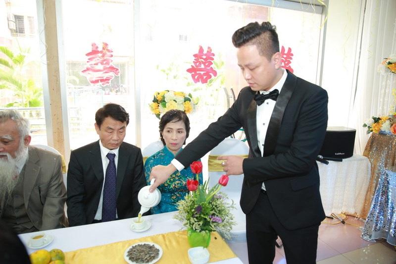 Được biết, hôn phu của Trà My hơn cô 13 tuổi. Anh tên là Lê Hoàn, là doanh nhân gốc Hải Dương. Anh sinh năm 1979.