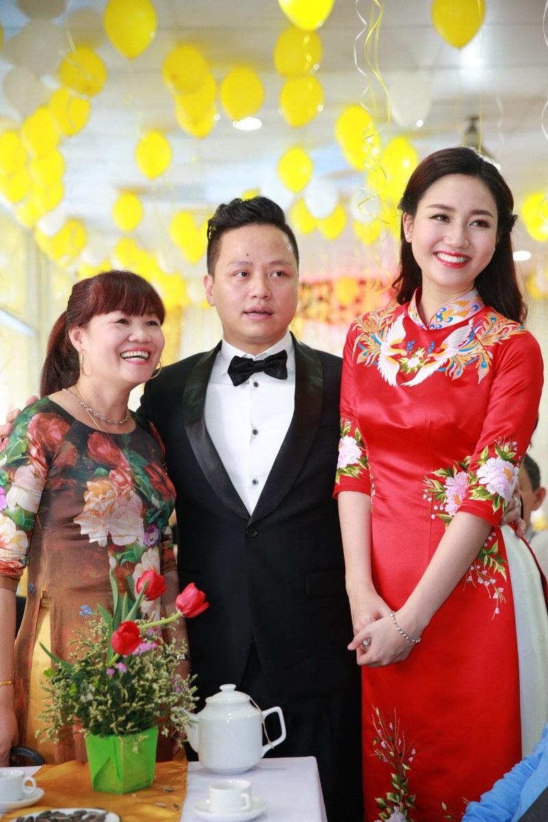 Việc Á hậu Trà My lên xe hoa khiến khá nhiều người bất ngờ vì cô mới đạt danh hiệu Á hậu 1 Hoa hậu Hoàn vũ Việt Nam năm ngoái, sự nghiệp của cô đang ở những bước khởi đầu.