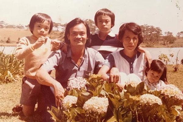 Vợ chồng gia đình nhạc sỹ Thanh Tùng và ba con trong một lần đi nghỉ mát ở Đà Lạt. Ảnh: GĐCC.