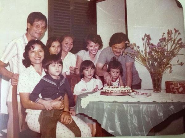 Vợ chồng nhạc sỹ Thanh Tùng cùng người thân trong dịp sinh nhật con. Ảnh: GĐCC.