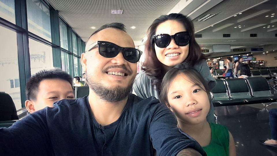 Cố ca sĩ Trần Lập cùng vợ con lúc sinh thời. Ảnh: TL.