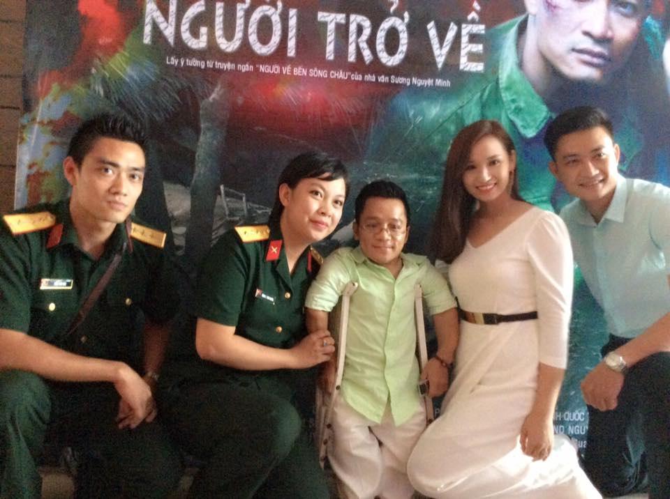 Đặng Thái Huyền và Lã Thu Huyền trong buổi ra mắt phim Người trở về.