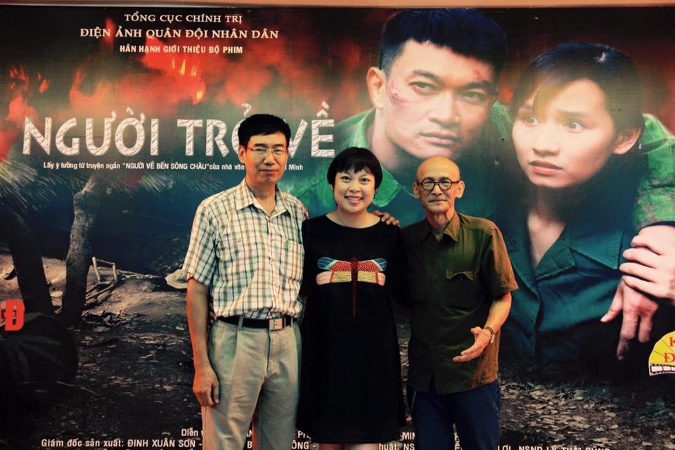 Đạo diễn Đặng Thái Huyền và nhà văn Nguyễn Văn Thọ (trái).