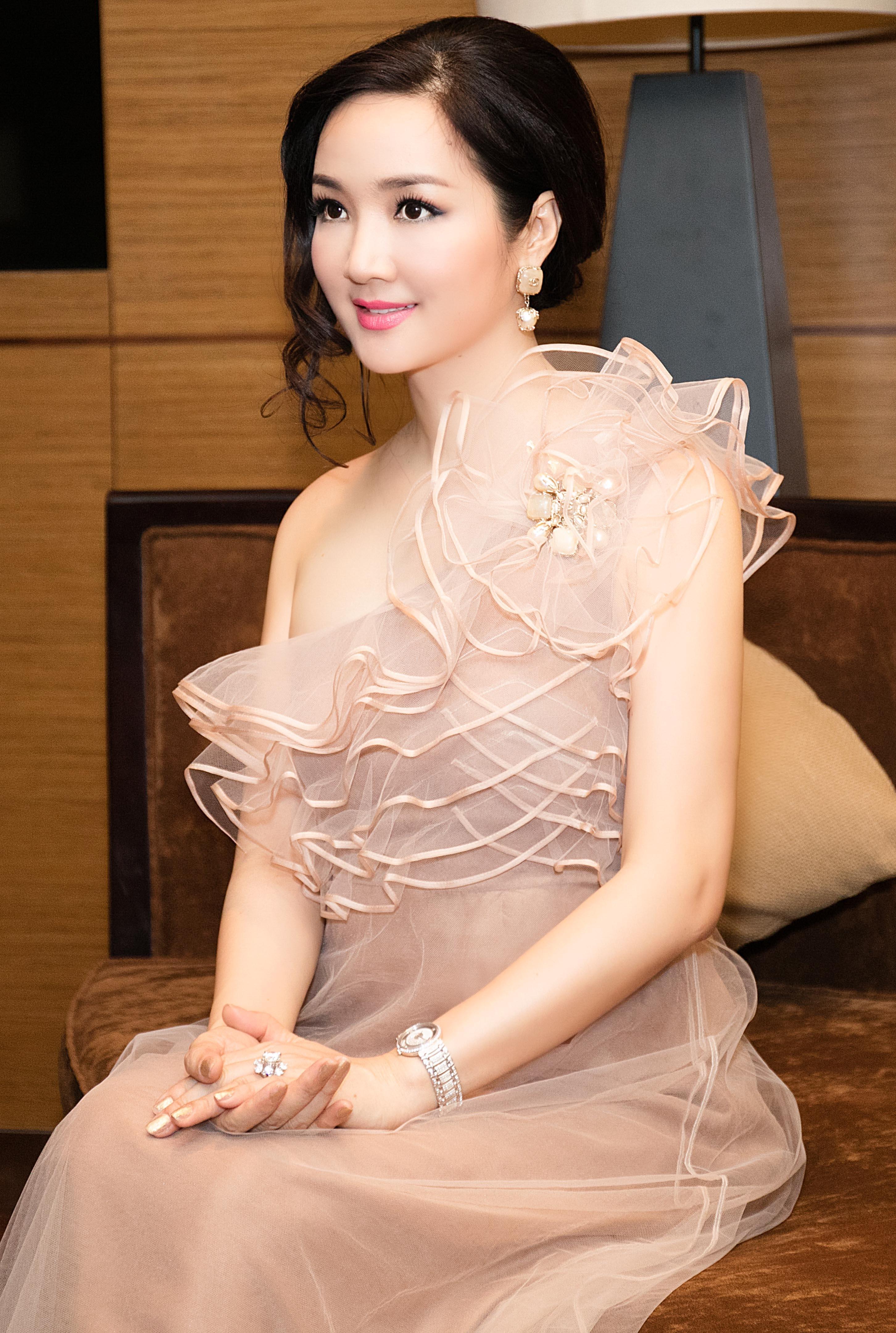 Hoa hậu Giáng My là một trong những mỹ nhân không tuổi của làng giải trí Việt.