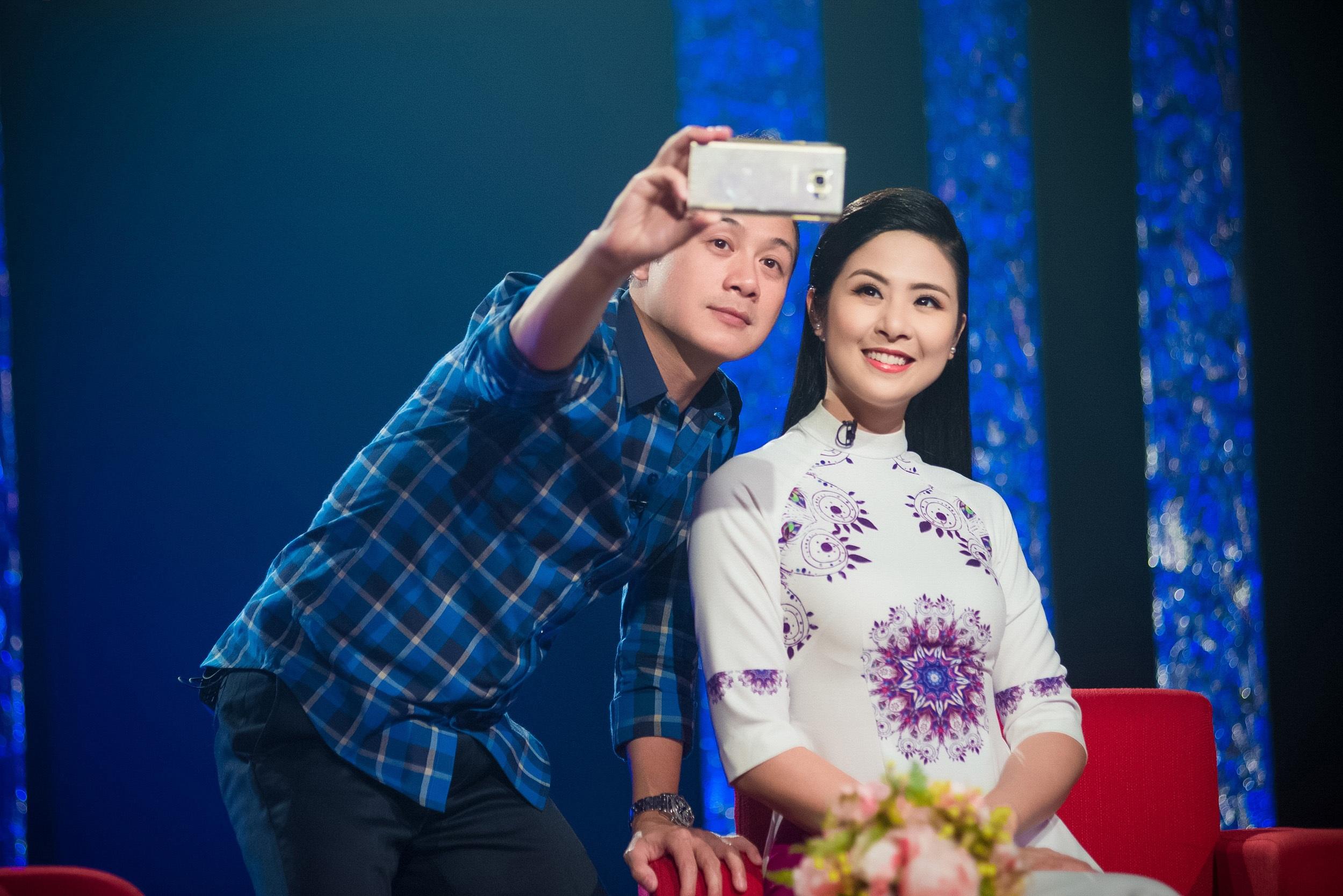 Thời điểm đó, cô và những người bạn như Hoa hậu Mai Phương Thúy, siêu mẫu Thúy Hương, Top 10 Hoa hậu Việt Nam 2010 Phước Hạnh và Thu Hà... đều mê mẩn giai điệu và lời ca của bài hát. Họ cùng hoạt động trong một công ty người mẫu ở Hà Nội.