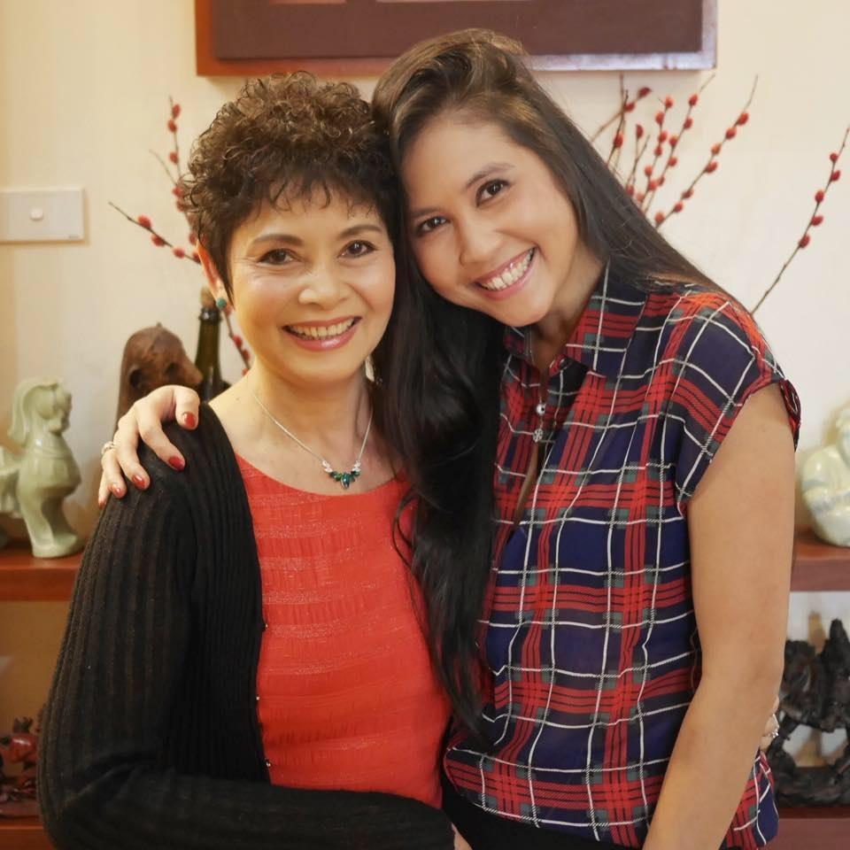 NSND Minh Châu và con gái. Con gái của NSND Minh Châu hiện đang định cư tại Mỹ. Ảnh: MC.