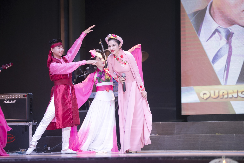 Kể từ khi tái xuất showbiz, Việt Trinh giành nhiều thời gian hơn để tham gia các chương trình từ thiện và phim ảnh. Cô đang vừa đóng vai trò là đạo diễn kiêm diễn viên của một số dự án điện ảnh lớn.