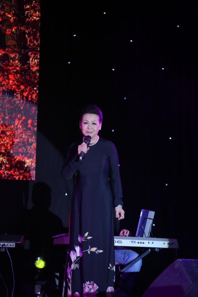 Khánh Ly đã hát lại những ca khúc quen thuộc của cố nhạc sĩ họ Trịnh. Ảnh: MH.
