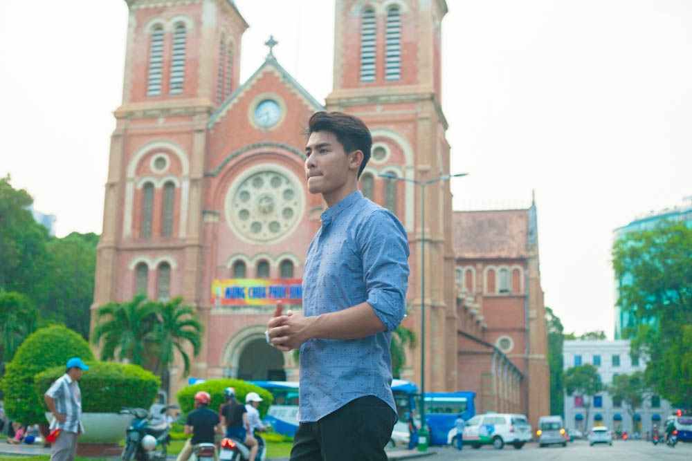 Arm Rattapon cũng đi đến Nhà thờ Đức Bà bằng xe đạp thể thao.