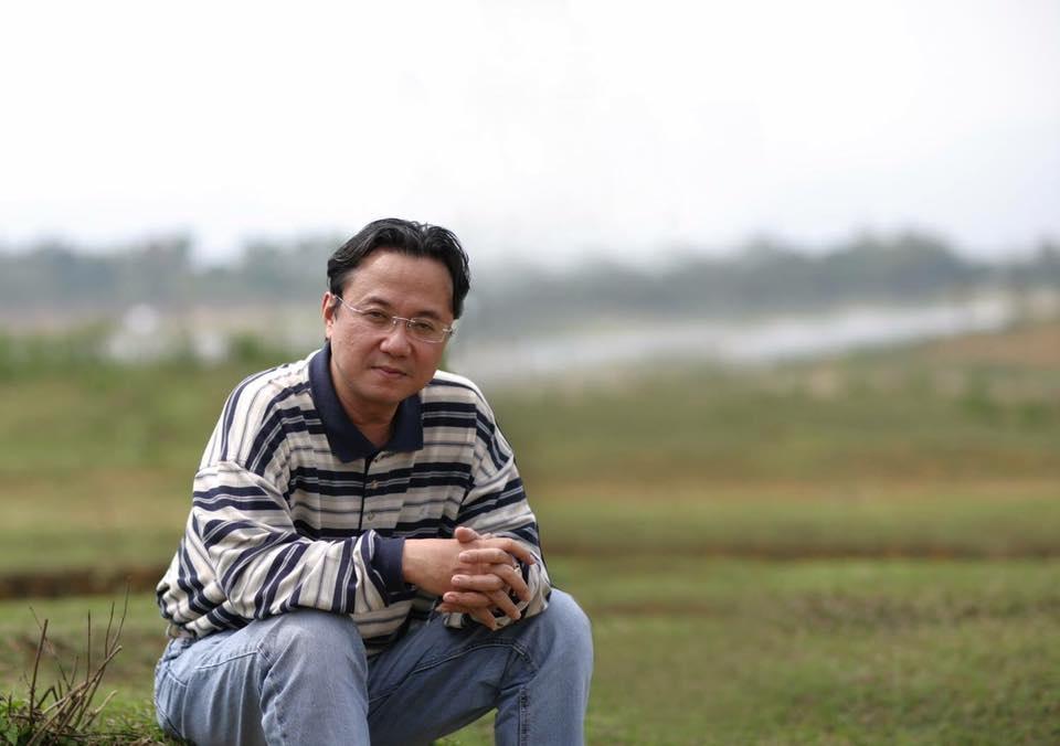 Nhà thơ Hồng Thanh Quang được nhiều người xem là người đàn ông không chịu ngồi yên với câu chữ. Ảnh: HTQ.