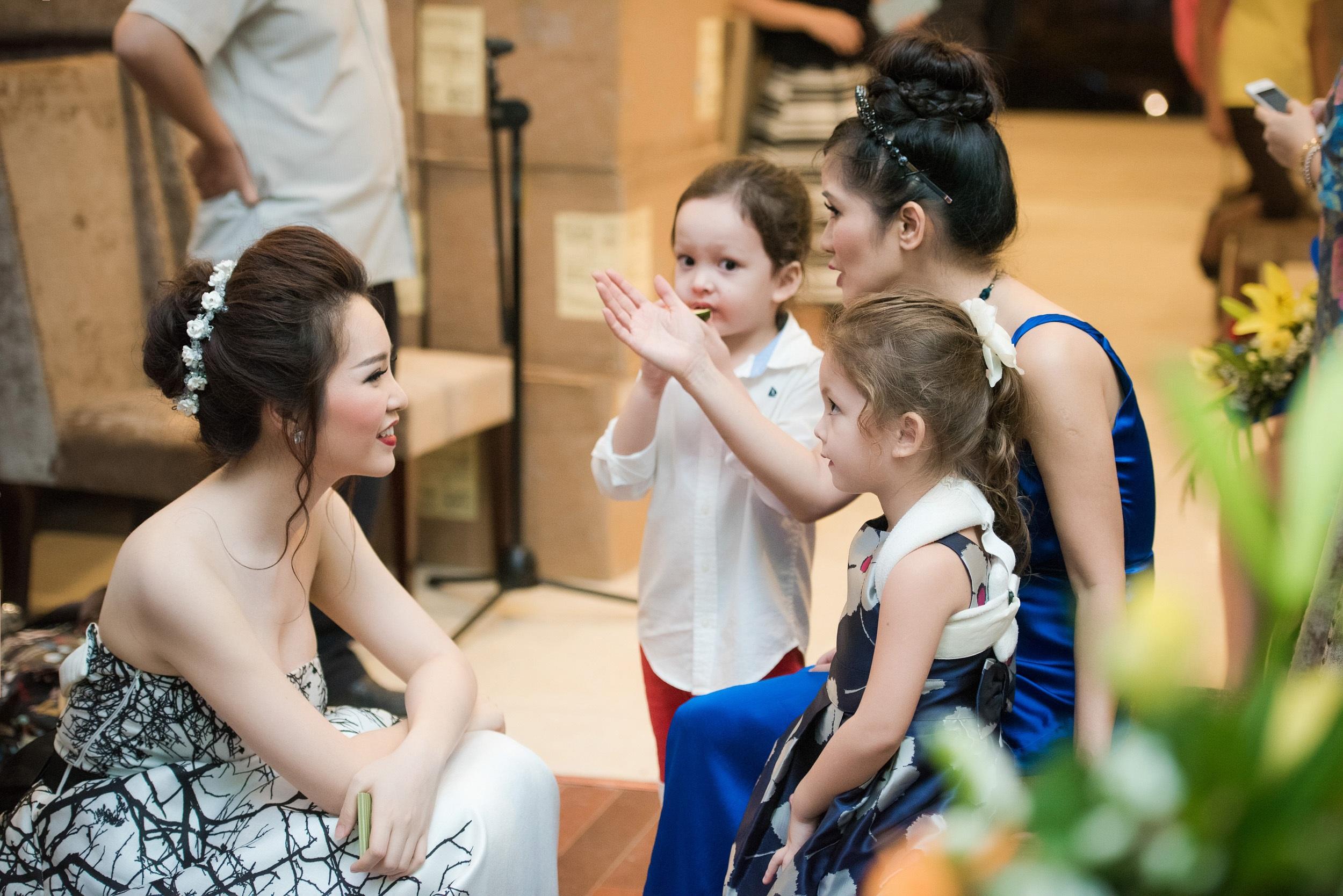 Cặp song sinh của Hồng Nhung khiến Á hậu Thuỵ Vân mê tít - 4