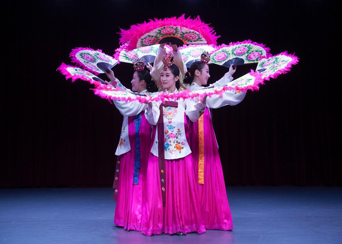 Đây là dịp khán giả Việt Nam hiểu hơn về văn hoá Hàn Quốc. Ảnh: NHTT.