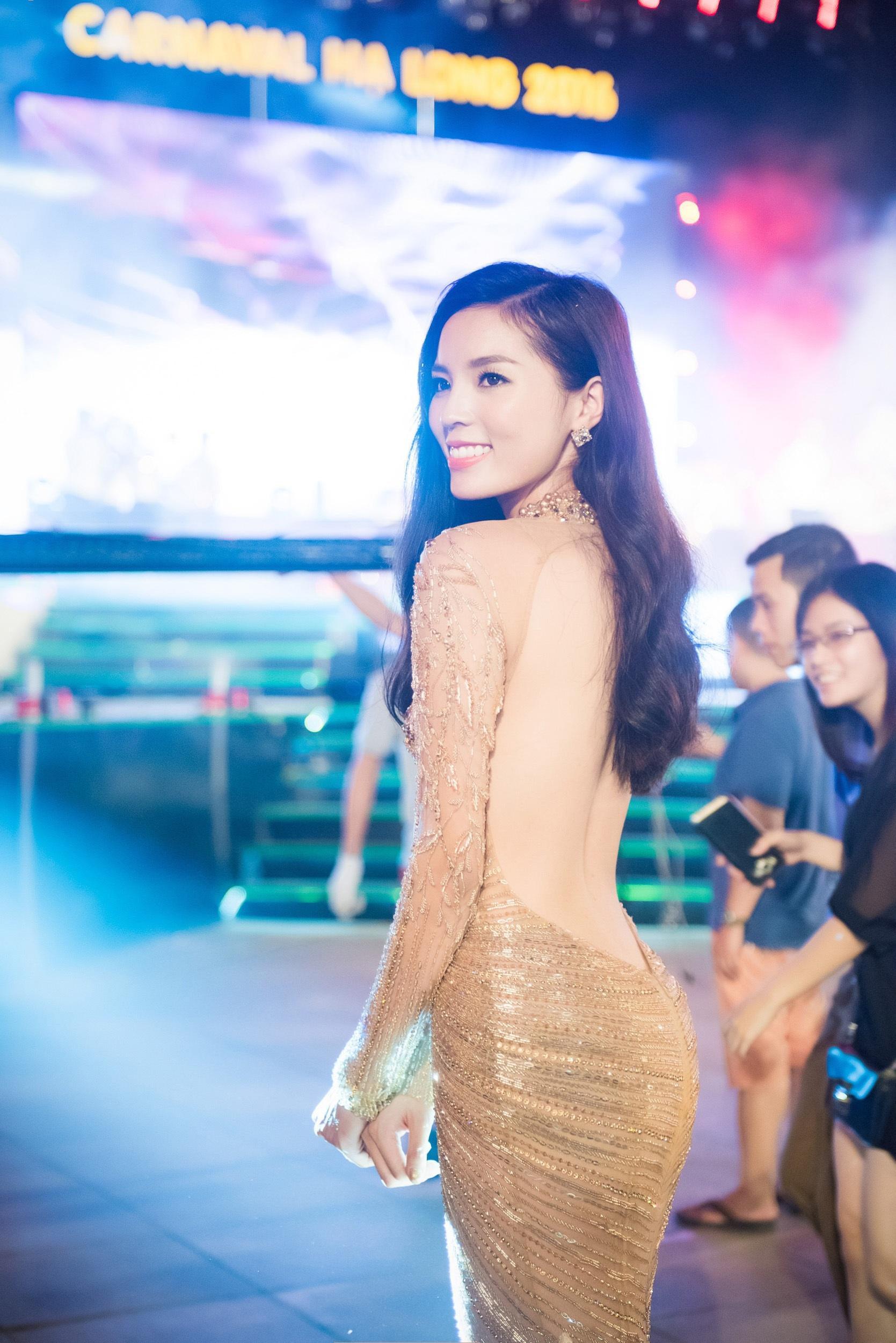Không ai phủ nhận cô nàng gốc Nam Định ngày càng đẹp và xinh xắn hơn. Tuy nhiên, cô vẫn chưa thay đổi được cách tạo hình hơi cứng mỗi khi xuất hiện trước đám đông và ống kính.