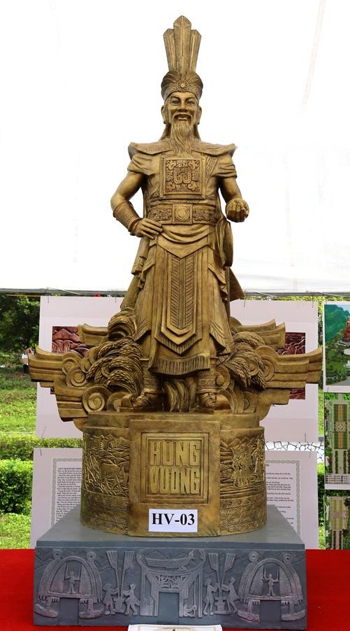 Cận cảnh một mẫu tượng Vua Hùng trong số 3 mẫu được chọn để lấy ý kiến của người dân. Ảnh: TL.