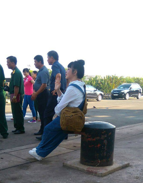 NSND Lan Hương tại điểm tập kết để lên tàu đi Trường Sa. Ảnh: MTH.