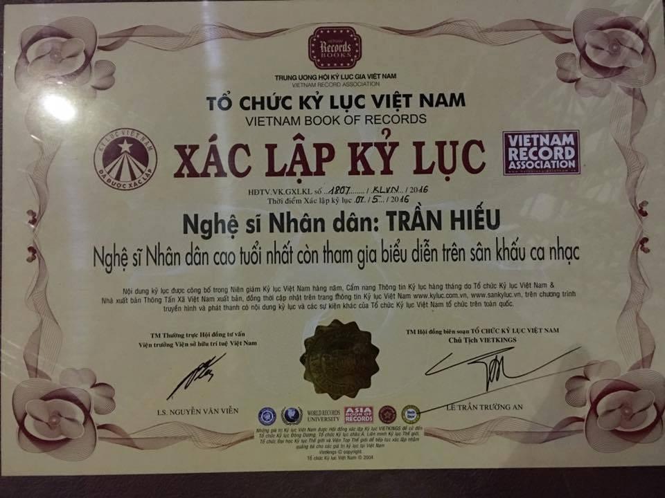 Bằng xác lập kỷ lục dành cho NSND Trần Hiếu.