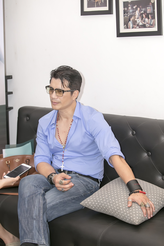 Dustin Nguyễn trong lần ra mắt phim ở Hà Nội mới đây.