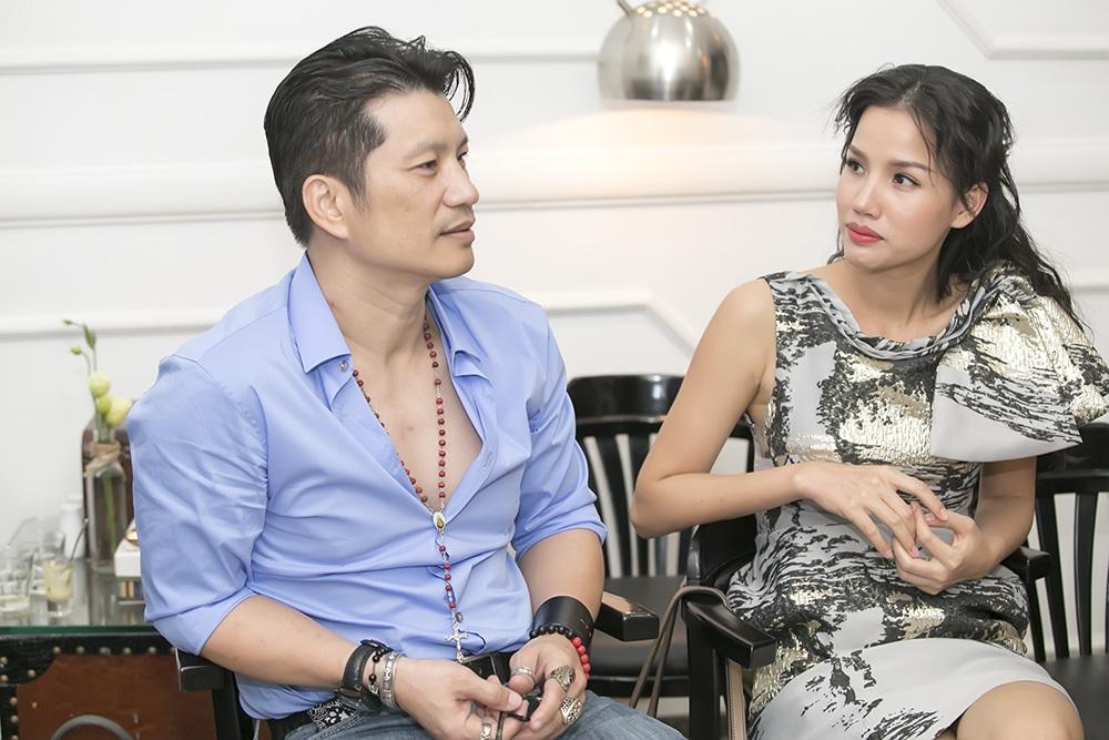Nam đạo diễn Việt kiều đã rất trải lòng khi được hỏi về chuyện gia đình, vợ cũ và vợ mới.