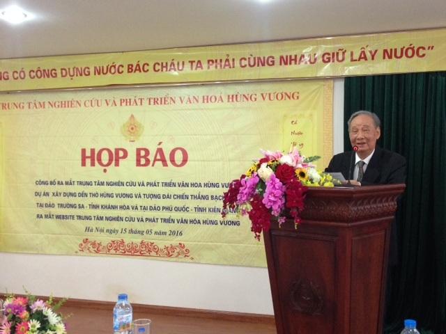 Ông Vũ Oanh - nguyên Uỷ viên Bộ Chính trị, Chủ tịch Hội đồng Quản lý Trung tâm phát biểu tại buổi họp báo ra mắt Trung tâm. Ảnh: HTL.