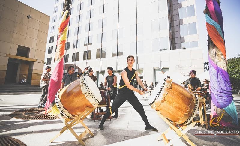 Trình diễn các nhạc cụ truyền thống của Việt Nam.