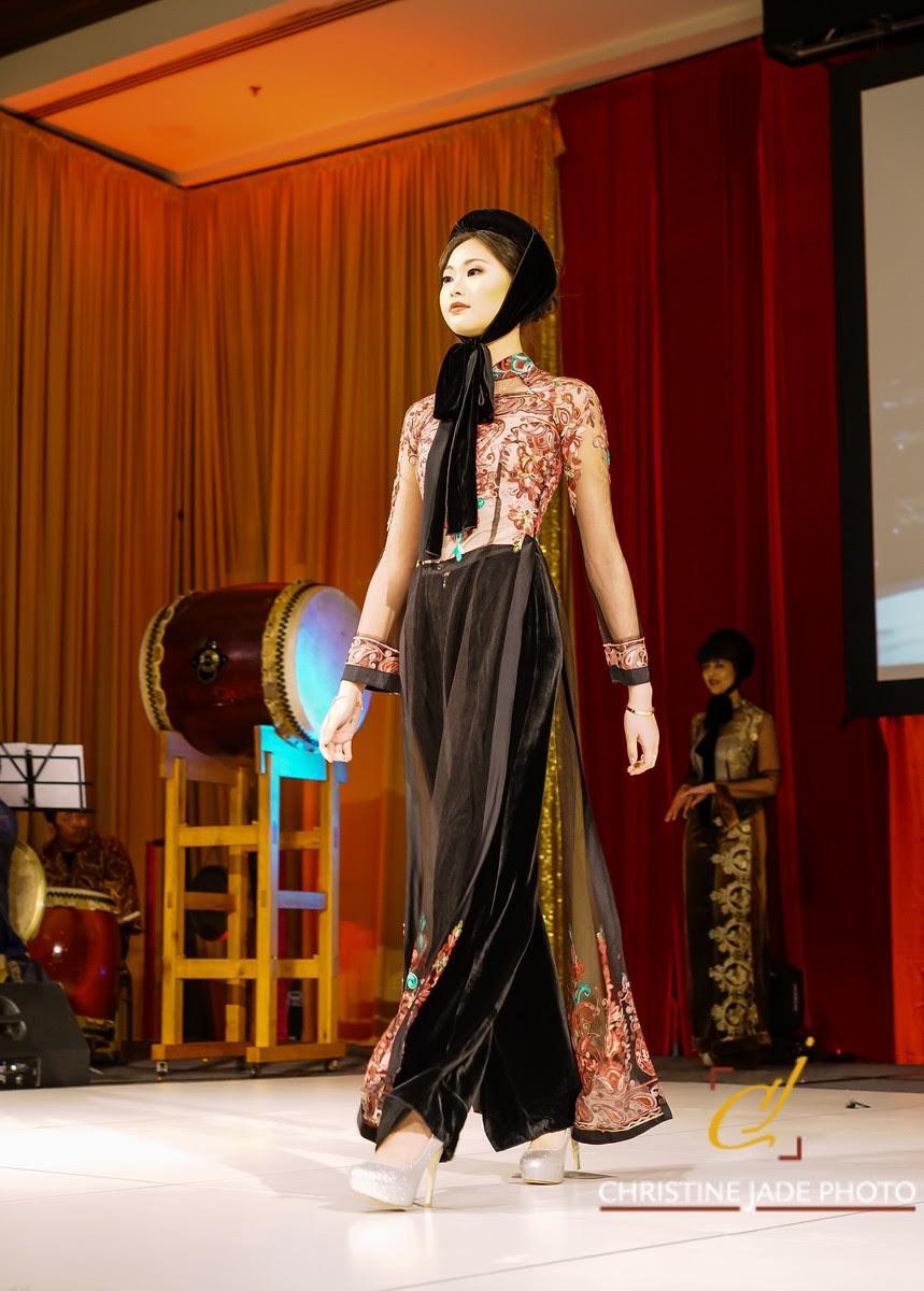 Áo dài của NTK Đức Hùng được người mẫu Tây trình  diễn tại Mỹ - 11