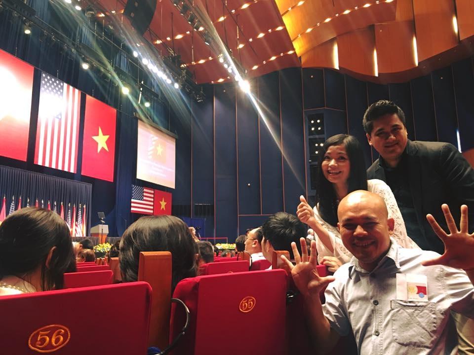 3 nghệ sĩ Vũ Nhật Tân, Bùi Công Duy và Đặng Châu Anh trong sự kiện gặp gỡ Tổng thống Obama tại Hà Nội sáng 24/5.