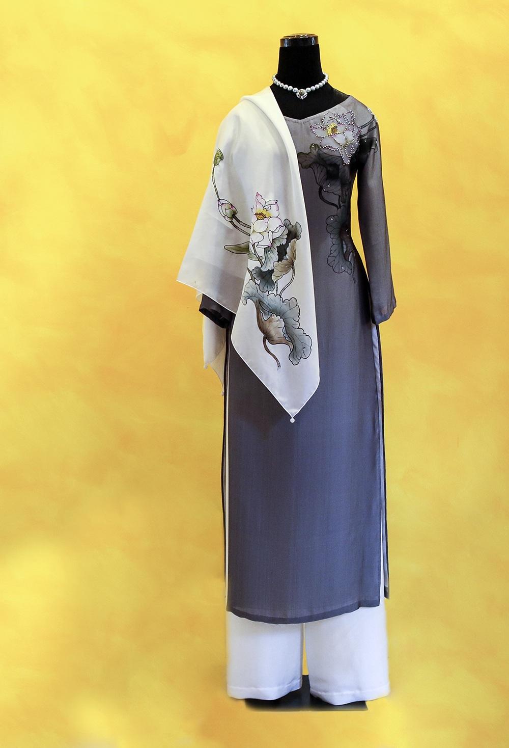 NTK Sỹ Hoàng thiết kế áo dài đặc biệt tặng phu nhân Tổng thống Obama - 2