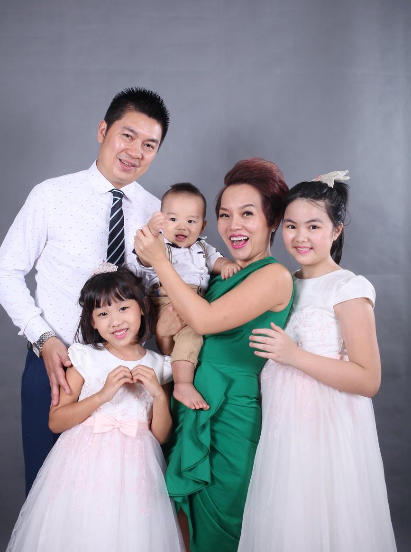 Thái Thùy Linh đang có một tổ ấm thực sự với ông xã Ngô Quang Cường là giám đốc một công ty tổ chức sự kiện ở Hà Nội. Thái Thùy Linh có con gái Thái An hơn 8 tuổi, ông xã của cô cũng có con riêng. Tuy không ở cùng vợ chồng Thái Thuỳ Linh nhưng hai người cũng dành nhiều thời gian, tâm sức để đồng hành cùng cô con gái lớn này.