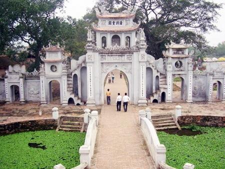 Cổng tam quan chùa Bối Khê. Ảnh: TL.