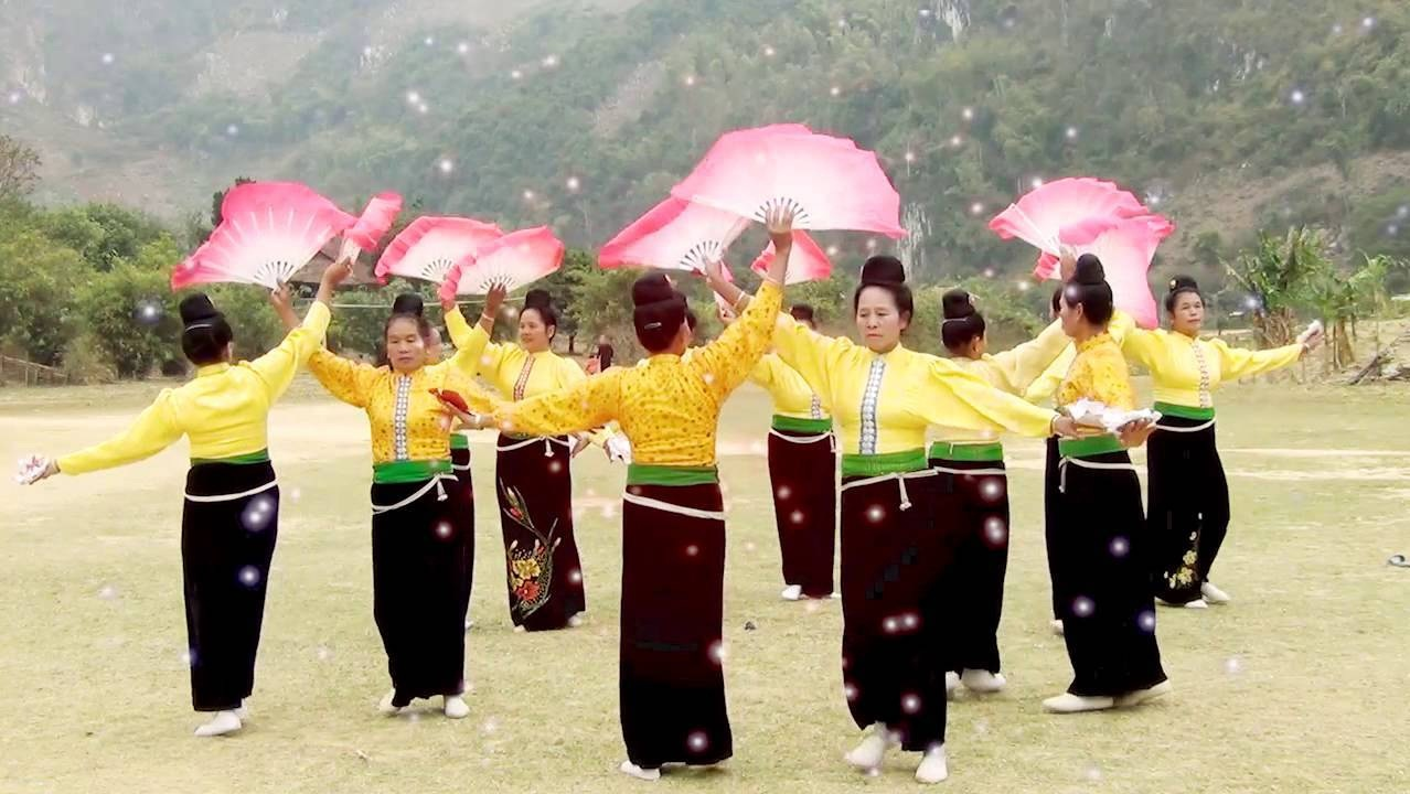 Điệu múa xòe mang đậm bản sắc dân tộc nhưng cũng là tiếng nói của những người dân trong lao động, sản xuất. Ảnh: TL.