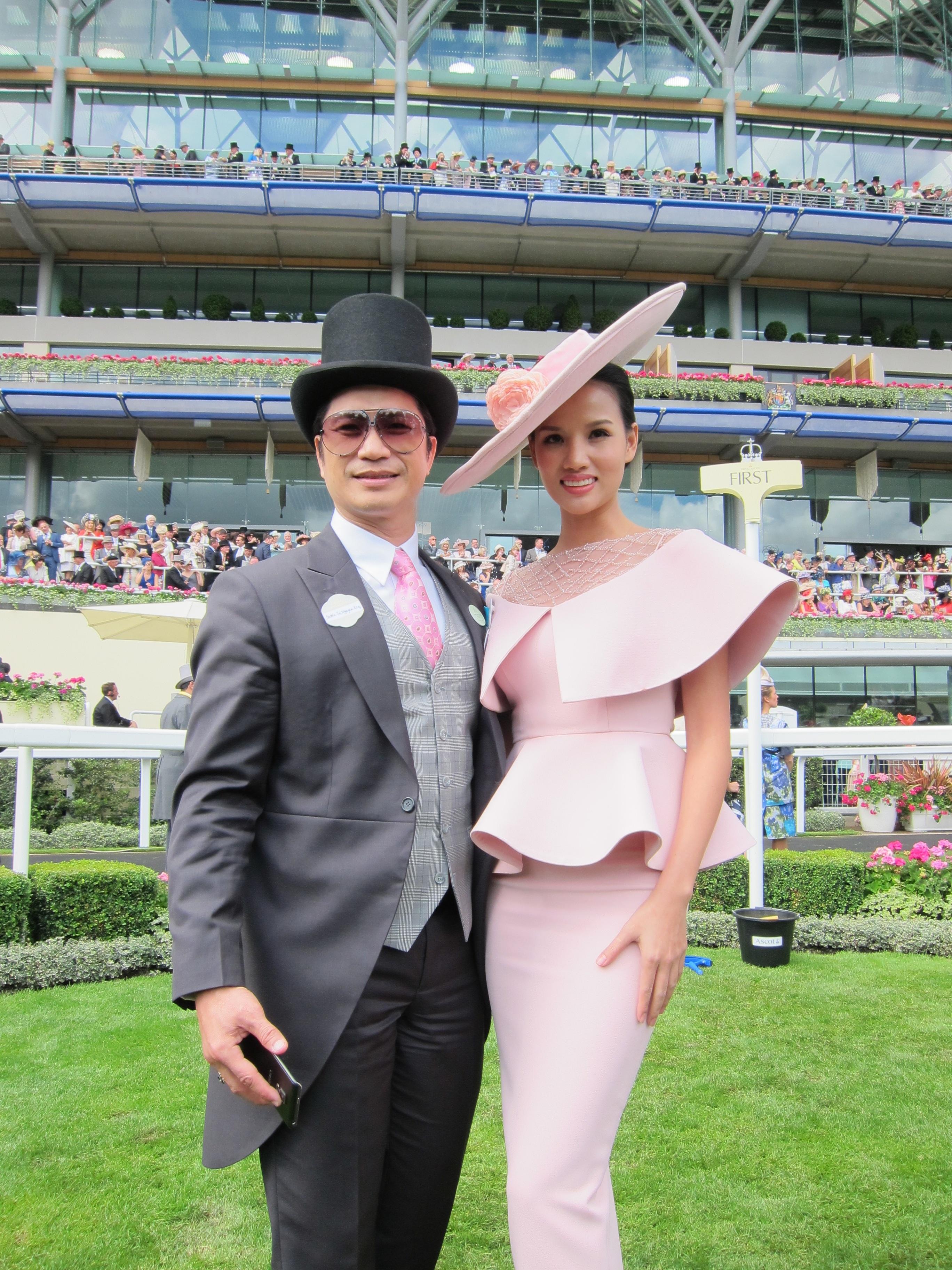 Dustin Nguyễn - Bebe dự đua ngựa mừng sinh nhật nữ hoàng Anh 90 tuổi - 14