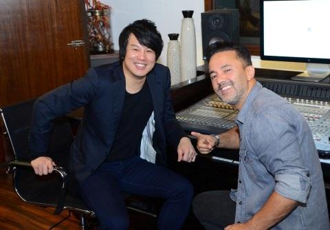 Nhạc sĩ - ca sĩ Thanh Bùi với nhà sản xuất âm nhạc - nhạc sĩ người Mỹ từng giành được giải Grammy - RedOne. Ảnh: TL.