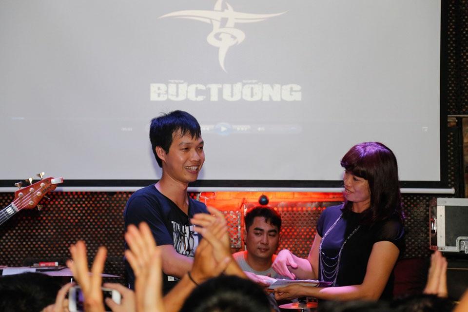 Tại chương trình, một doanh nghiệp đã trao món quà ý nghĩa tới vợ con của Trần Lập để động viên gia đình và mong muốn xã hội, cộng đồng cùng nhau chung tay chống lại căn bệnh ung thư, tự bảo vệ sức khỏe của mình.