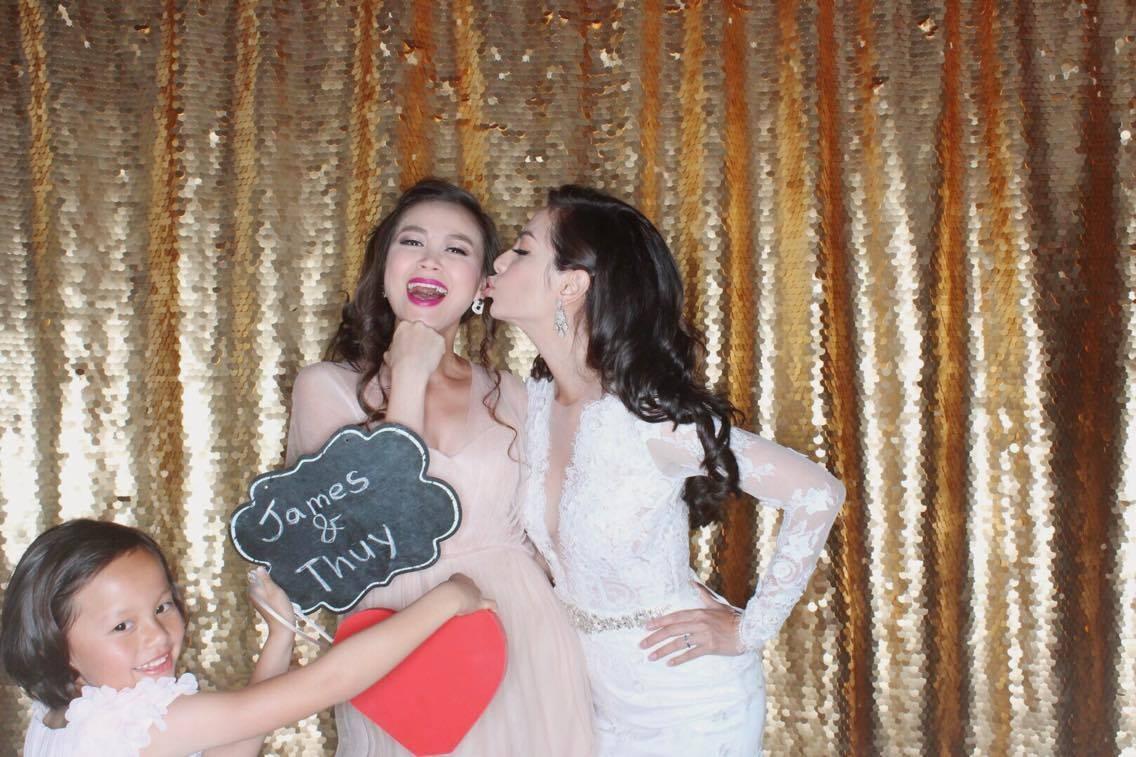 Những người bạn thân của cựu người mẫu Ngọc Thuý đã quậy tưng cùng cô dâu trong ngày hạnh phúc.